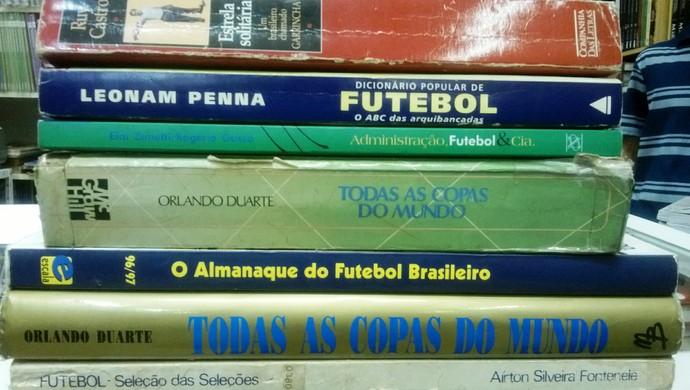 Livros da Copa Livraria Dom Pedro II Juiz de Fora 2 (Foto: Roberta Oliveira)