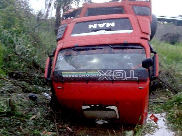 Veículo capotou no Km 550 da BR-316, em Caxias (MA) (Foto: Divulgação / PRF-MA (Caxias))