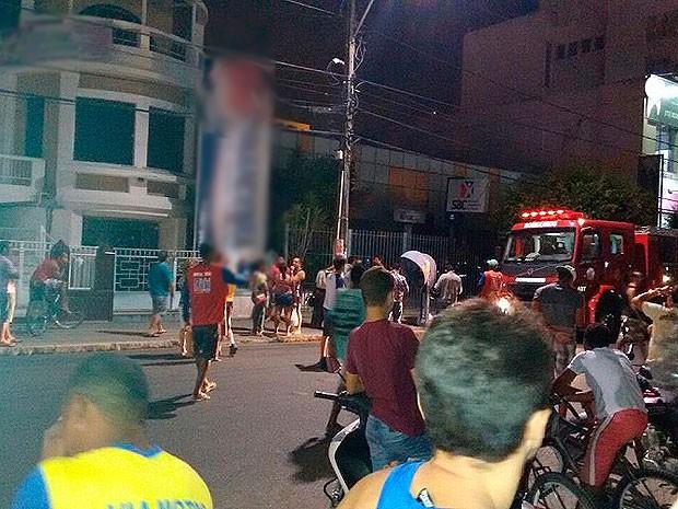 SAC de Jequié é atingido por incêndio na noite desta terça-feira (3). (Foto: Wellington Ferreira/Blog Marcos Frahm)