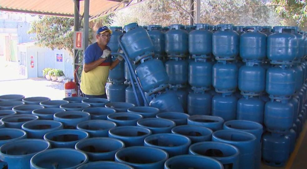 Preço do gás em Vargem Grande do Sul é o maior da região (Foto: Eder Ribeiro/ EPTV)