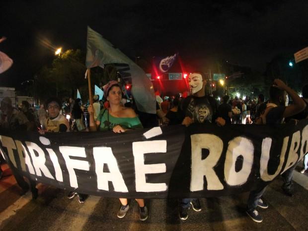 Movimento pede revogação do reajuste e também transporte público gratuito (Foto: Aldo Carneiro / Pernambuco Press)