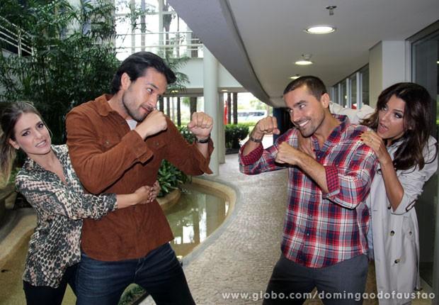 Alfradique e Marone encaram Fê Motta e Ricardo Pereira antes do Dança da Galera (Foto: Domingão do Faustão/ TV Globo)