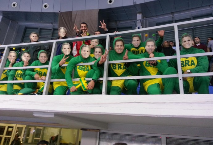 Chapolins com a máscara de Deonise, da seleção brasileira de handebol (Foto: MVP Sports)