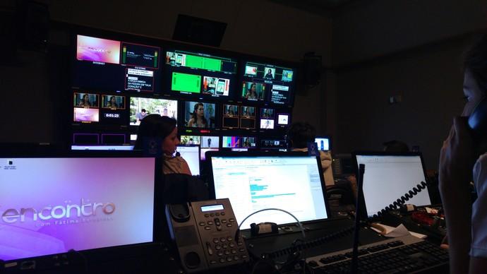 Jaque conhece o switcher onde são feitos os cortes das imagens da TV Globo (Foto: Arquivo Pessoal)