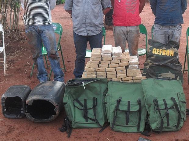 Grupo foi preso em região de fazenda, no município de Cáceres. (Foto: Gefron-MT)