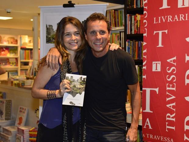 Cládia Abreu e Tony Bellotto em lançamento de livro no Rio (Foto: André Muzell/ Ag. News)