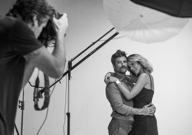 Giovanna Ewbank e Bruno Gagliasso nos bastidores da campanha da Technos (Foto: Divulgação)