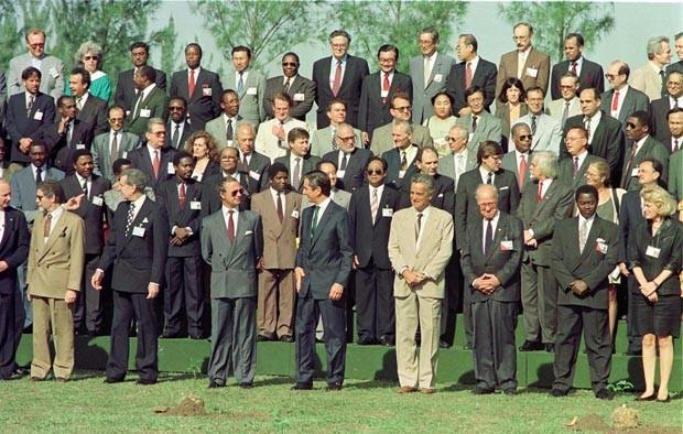 Líderes reunidos para foto oficial da Eco 92 (Foto: Monica Zaratini/AE)