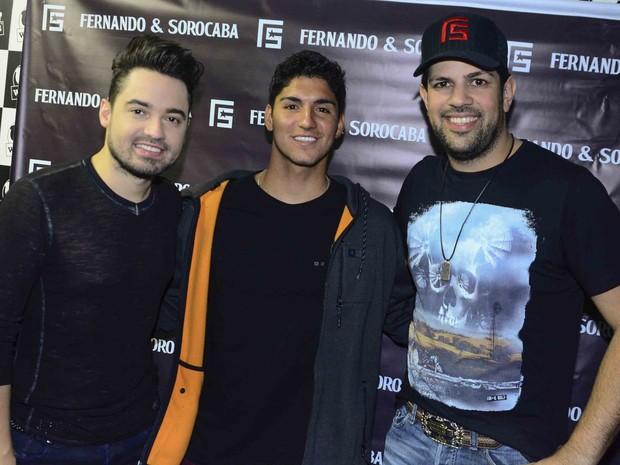 Gabriel Medina com Fernando e Sorocaba em show em São Paulo (Foto: Leo Franco/ Ag. News)