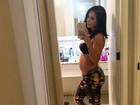 Bella Falconi exibe barriga de grávida e diz: 'Comam muito chocolate'