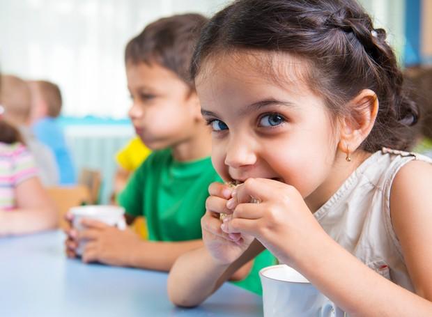 Com o tempo, a criança tende a entender que escola e casa são espaços distintos (Foto: Thinkstock)