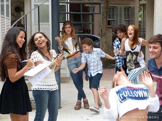 Júlia, Pedro, Meg e Martin se empolgam e dançam a coreografia (Foto: Malhação / TV Globo)