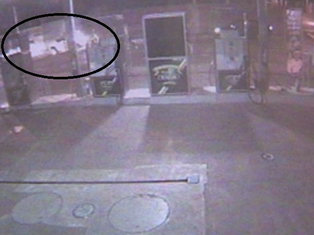 Imagens também mostram a fuga dos criminosos  (Foto: reprodução/TV Tem)