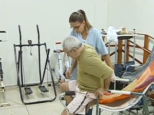 Inscrições para curso de cuidador de idoso vão até o fim de junho (Foto: Reprodução TV TEM)