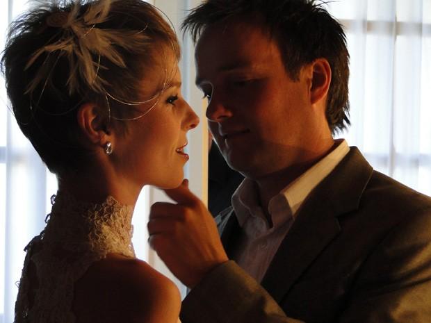 Alex Pelling e Lisa Gant se casaram pela 24ª vez, nesta sexta-feira (7), em Minas Gerais (Foto: Raquel Freitas/G1)