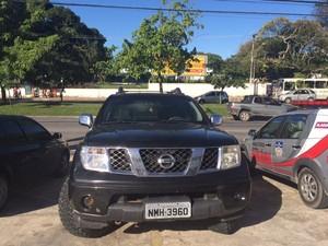 Nissan foi apreendida com dois dos suspeitos (Foto: Carolina Sanches/G1)