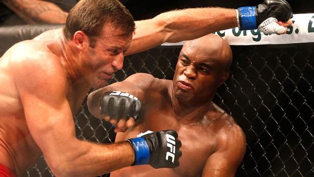Anderson Silva vitória UFC Rio III Bonnar (Foto: AP)