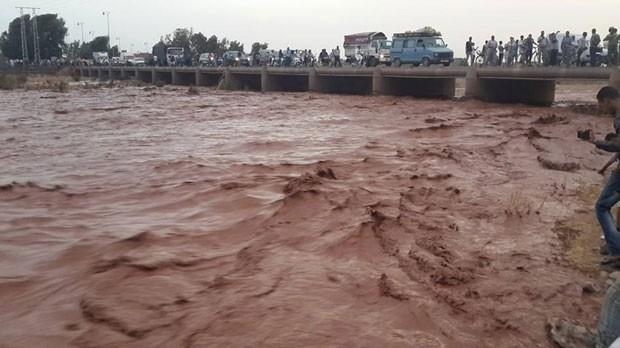 Guelmim, no sul do Marrocos, sofre com inundação (Foto: AP)