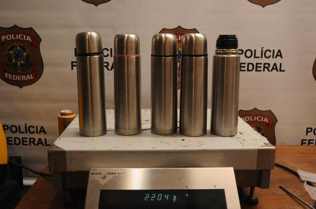 Cocaína foi encontrada em garrafas térmicas com venezuelanos em março de 2017 (Foto: Divulgação/Polícia Federal)