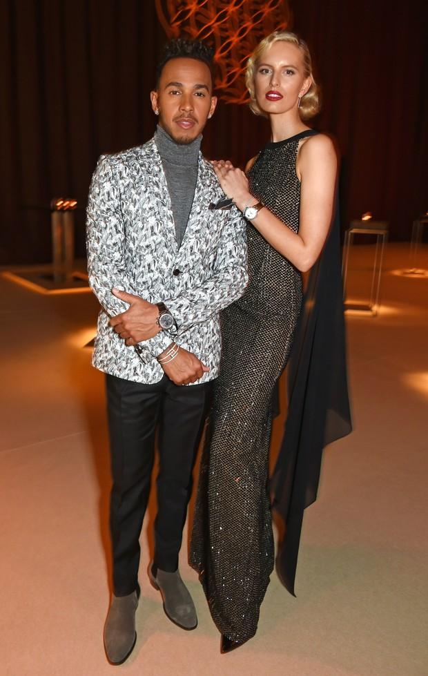 Lewis Hamilton e Karolina Kurkova em evento em Genebra, na Suíça (Foto: David M. Benett/ Getty Images)
