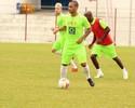 Reinaldo treina, mas é dúvida no  Inter de Lages que recebe o Joinville
