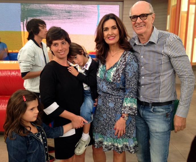 O ator Marcos Caruso com sua família e a Fátima  (Foto: Carolina Morgado/Gshow)