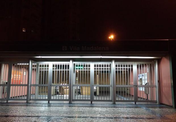 Terminal de metrô Pinheiros, no Largo da Batata, fechado devido à greve em São Paulo (Foto: Barbara Bigarelli/Editora Globo)