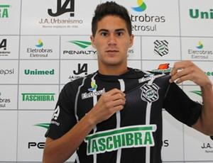 Elsinho é apresentado no Figueirense (Foto: Luiz Henrique, divulgação / FFC)