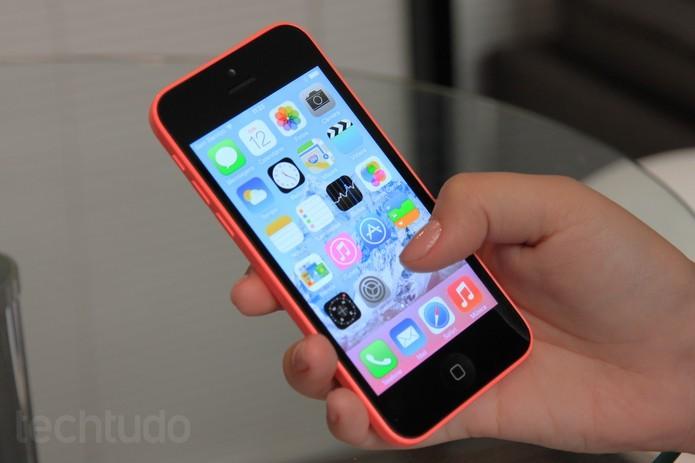 iPhone 5C oferece uma tela de 4 polegadas (Foto: Isadora Díaz/TechTudo) (Foto: iPhone 5C oferece uma tela de 4 polegadas (Foto: Isadora Díaz/TechTudo))