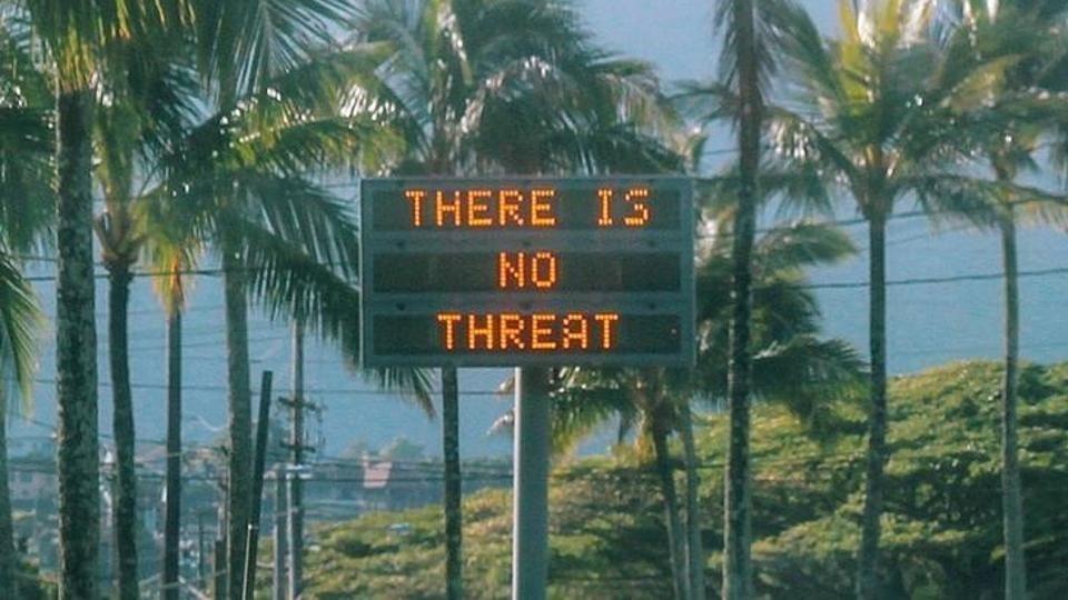 """Após pânico, placas de avisos no Havaí avisaram que """"não havia ameaça"""" real (Foto: Reprodução)"""