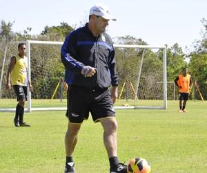 Treinador Ito Roque do Mixto (Foto: Robson Boamorte/GLOBOESPORTE.COM)