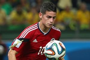 James Rodríguez orgulhou a Colômbia levando-a às quartas de final. Além disso, o camisa 10 garantiu a liderança da artilharia (Foto: Robert Cianflone/Getty Images)