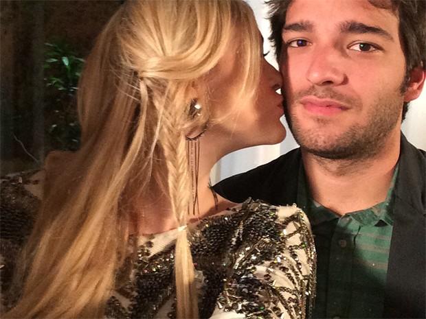 Megan Lily Parker-Marra beija Davi Reis durante a selfie (Foto: Megan Lily Parker-Marra)