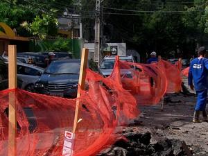 Motoristas reclamam de trânsito por causa da obra (Foto: Reprodução/TV Globo)