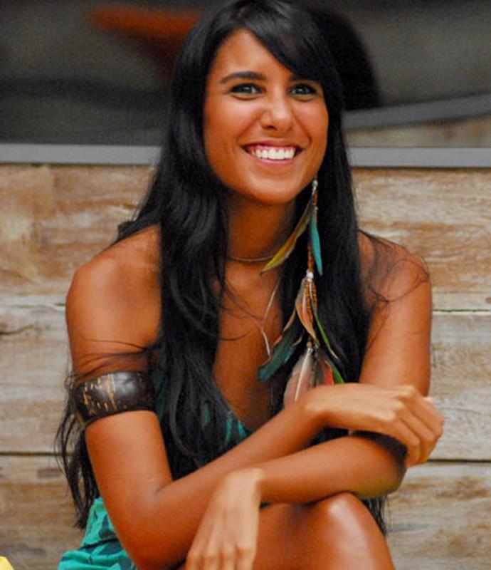 Brincos de pena e pulseiras eram marcas registradas da ex-sister (Foto: Globo / Kiko Cabral)