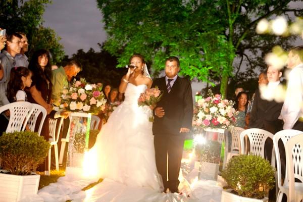 Arlei reconheceu a noiva pela voz, antes de vê-la (Foto: Arquivo pessoal/Janaína Cruz)