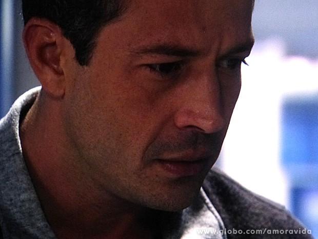 Bruno fica passado com a reação de Paloma (Foto: Amor à Vida / TV Globo)