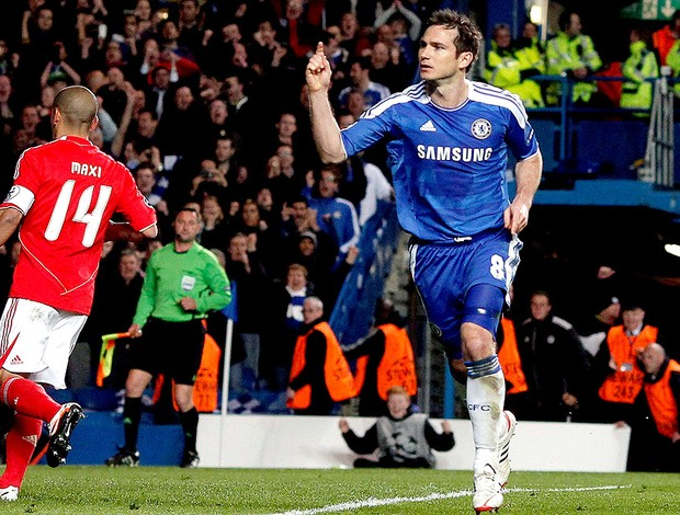 Lampard comemora gol do Chelsea contra o Benfica (Foto: EFE)