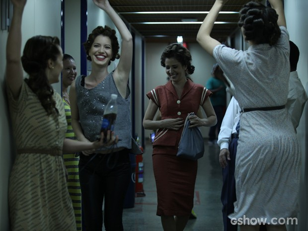 Atrizes se divertem ao som de Dog Days are over (Foto: Pedro Curi/TV Globo)