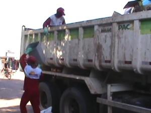 Caminhão do PAC é usado para coletar lixo em Rorainópolis (Foto: Moisés Sanches/Arquivo Pessoal)