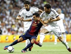 Xavi e Xabi Alonso, Real Madrid x Barcelona (Foto: Agência EFE)