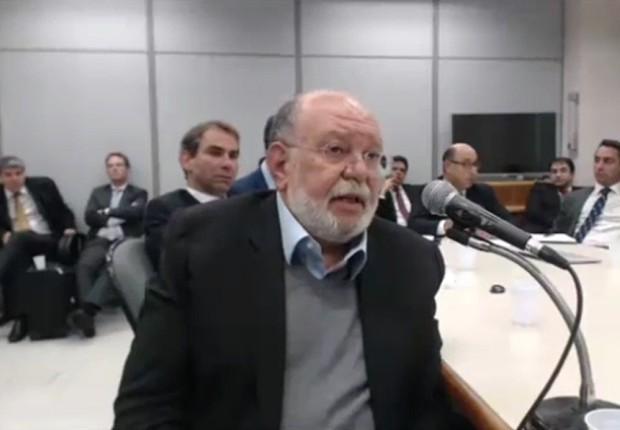 O empresário Léo Pinheiro, da OAS, presta depoimento ao juiz Sérgio Moro, da Lava Jato (Foto: Reprodução/TV Globo)