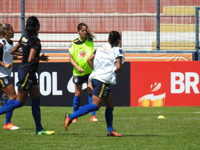 Erika em treino da seleção brasileira (Foto: Cíntia Barlem)