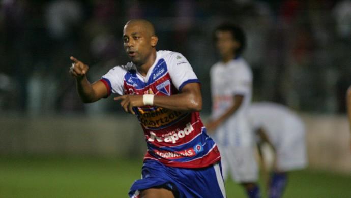 Robert marca, e Fortaleza vence o Águia de Marabá pela terceira rodada da Série C do Brasileiro  (Foto: Kid Júnior/ Agência Diário)