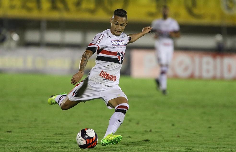 Neilton assina por três anos e reforça o Vitória no Brasileirão