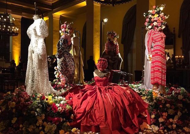 Figurinos expostos na festa armada por Beyoncé (Foto: Reprodução)
