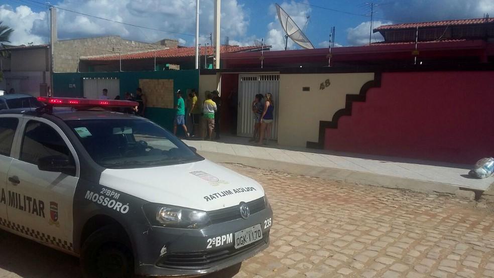 Crime aconteceu no Abolição II, em Mossoró (Foto: Marcelino Neto/O Câmera)