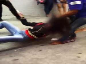 Resultado de imagem para briga entre adolescentes