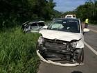 Acidente na Rio-Santos mata duas pessoas e deixa carro destruído