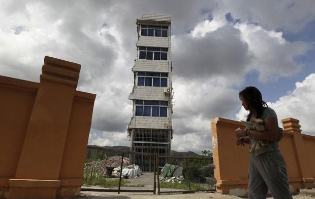 Foto de 2013 mostra imóvel que não foi demolido em canteiro de obras Rui'an, na província de Zhejiang  (Foto: Reuters)